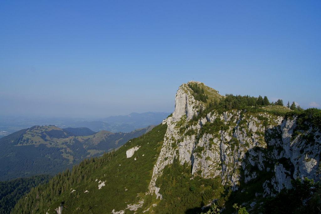 Der Gipfel des Breitensteins liegt in der Abendsonne